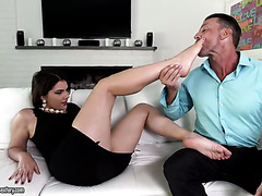 Valentina Nappy loves this old man because of his foot fetish