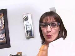 Eloise 37 years old loves anal