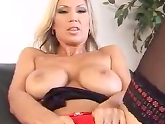 A Breath Taking Solo Scene With A Hot Cougar