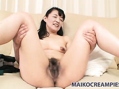 Kiyoe Majima seems to be enjoying gentle vibrations in her mature twat