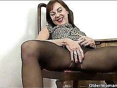 Old chick in heels makes her needy pussy feel good