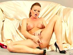 Hot Silvia Saint fingers her snatch