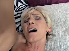 Saggy tit granny's hairy cunt gets creampied