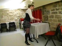 J'ai enculée cette jolie blonde de service à la fermeture du resto, carrément sur la table